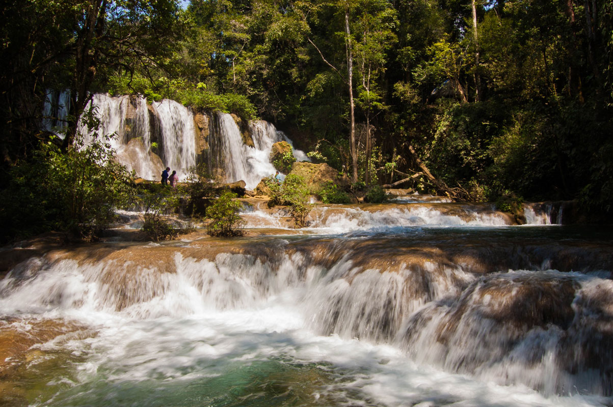 tours_chiapas_bonampak_palenque_guias_en_chiapas_selva_lacandona_mayas_lacandones_ecoturismo_cascada_de_las_golondrinas