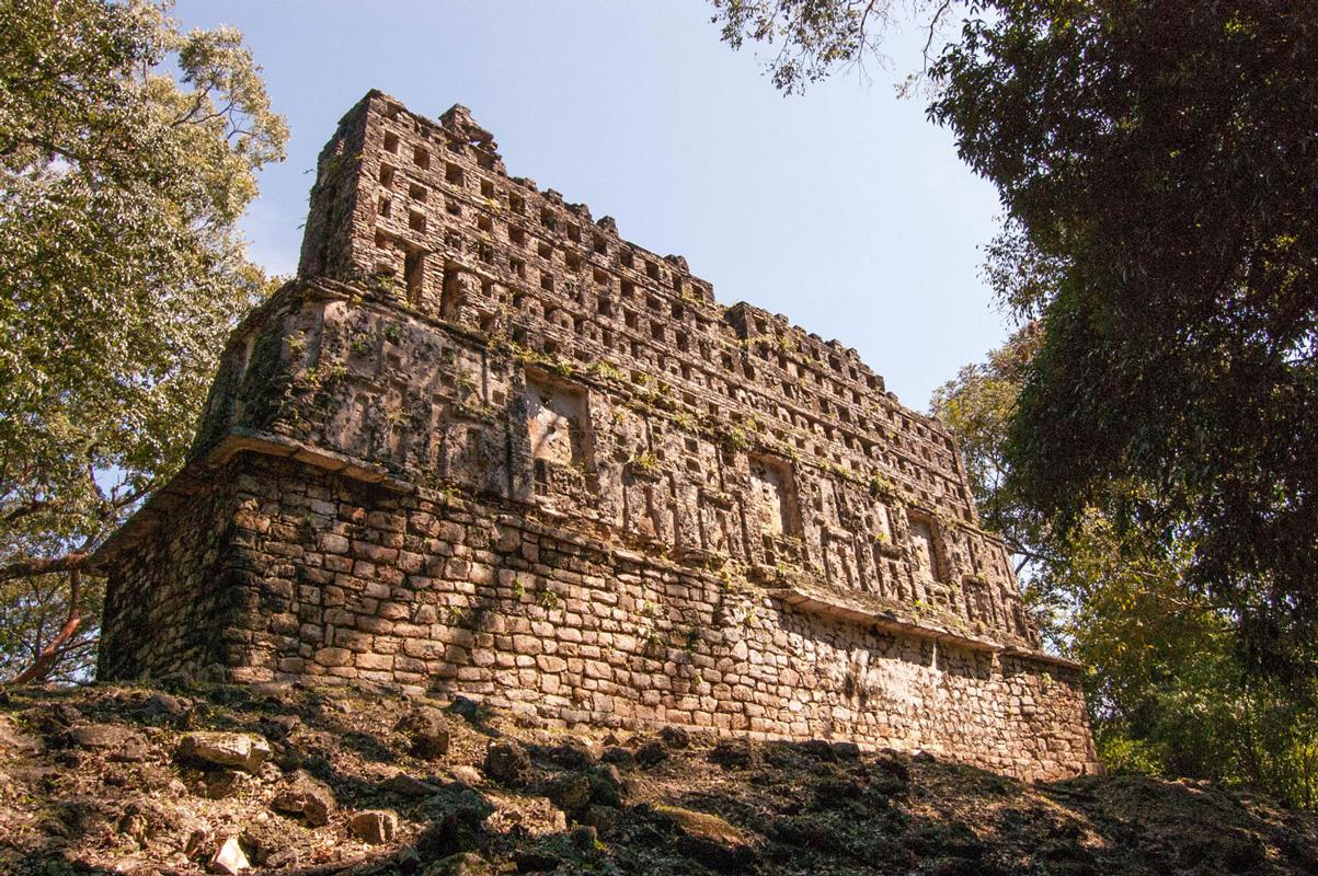 tours_en_chiapas_bonampak_yaxchilan_palenque_guias_en_chiapas_selva_lacandona_mayas_lacandones_zonas_arqueologicas_yaxchilan
