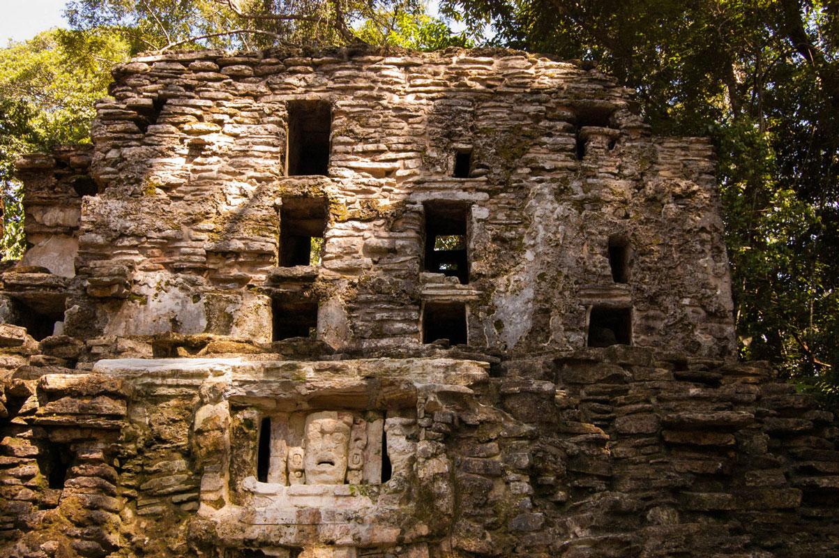 tours_en_chiapas_bonampak_yaxchilan_palenque_guias_en_chiapas_selva_lacandona_mayas_lacandones_zonas_arqueologicas_yaxchilan_rio_usumacinta_01
