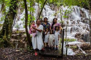 tours_en_chiapas_turismo_de_aventura_mayas_lacandones_selva_lacandona_cascada_del_corcho_negro_familia_chankin