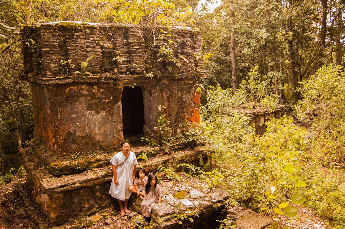tours_en_chiapas_bonampak_yaxchilan_palenque_guias_en_chiapas_selva_lacandona_mayas_lacandones_zonas_arqueologicas_ciudad_perdida_de_sak_tsi